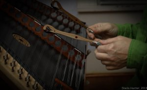 Dulcimer hands